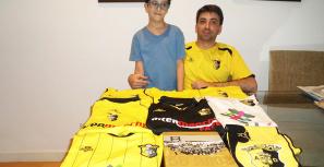 Rodrigo Soares: amarelo e negro numa coleção sem fronteiras